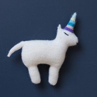 unicon knitting pattern, enhjøring, kidsdesign, kidsroom, newborn gift, knittingpattern