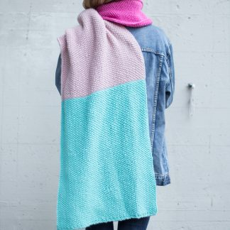 festivalmote hipknitshop, knitted scarf, knitted fashion, women