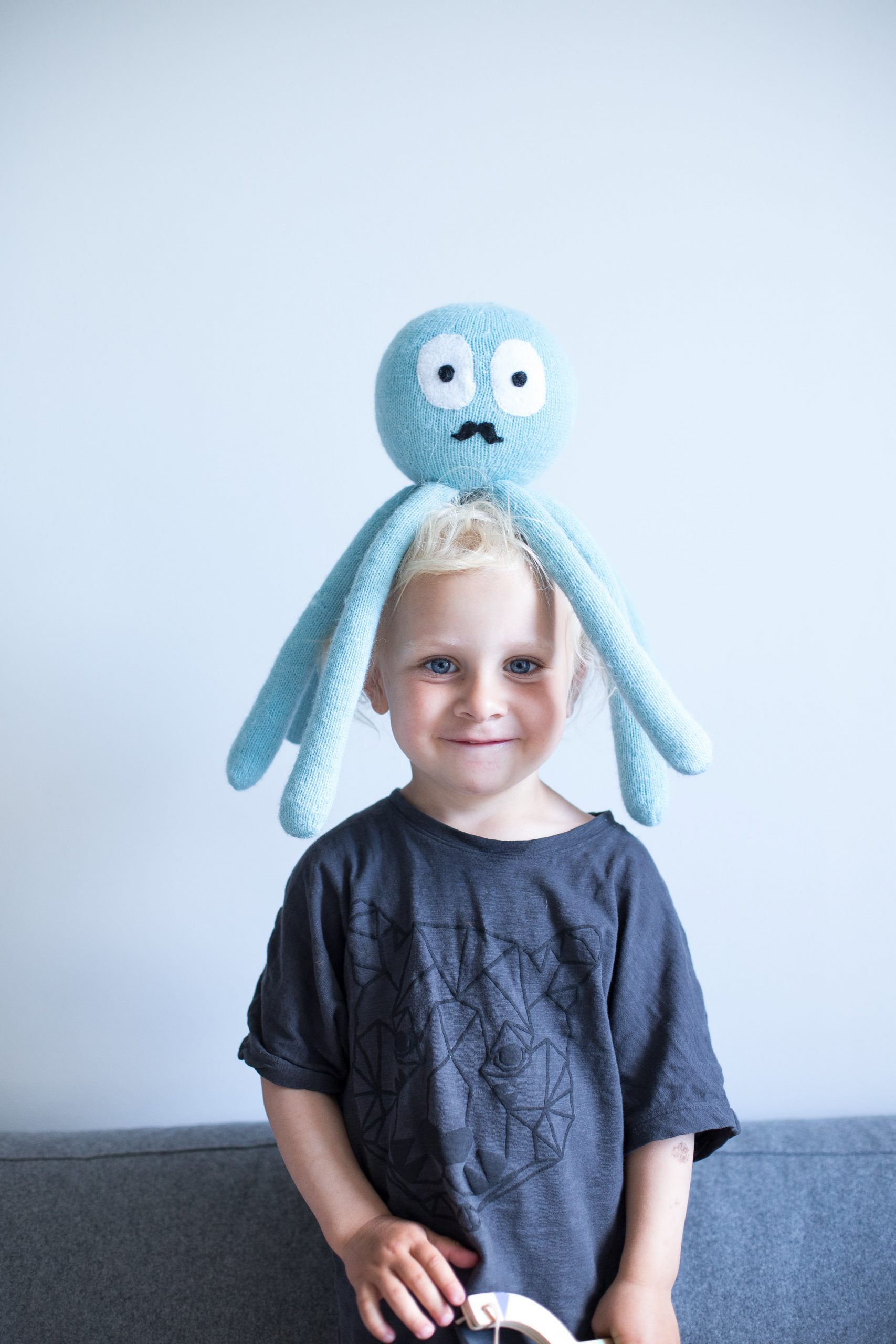 kniited octopus toy
